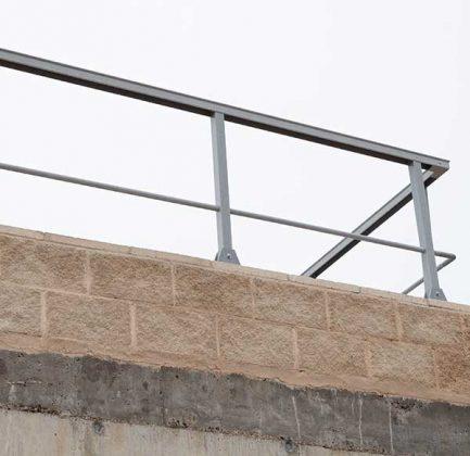 Ejemplo barandilla en fachada